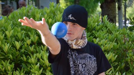 Contact juggler